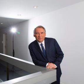 NEWS : Questions d Info - invite Francois Bayrou a LCP - Paris - 07/06/2018