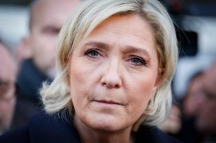 NEWS : Marine le Pen visite un commissariat - Juvisy sur Orge - 07/02/2017