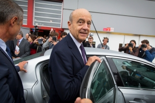 NEWS : Alain Juppe visite le Salon de l Automobile - Paris - 14/10/2016