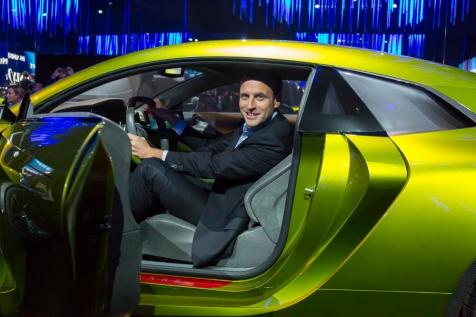 NEWS : Visite d Emmanuel Macron au Salon de l Automobile - Paris - 15/10/2016
